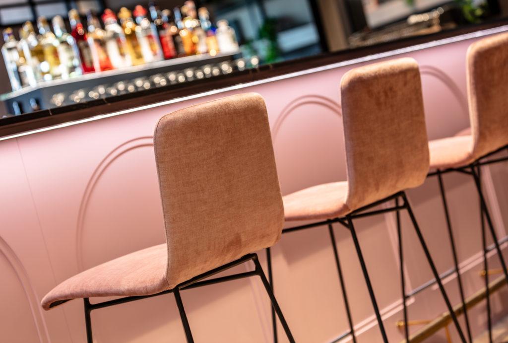 Stuhlreihe Bar Franz & Gloria